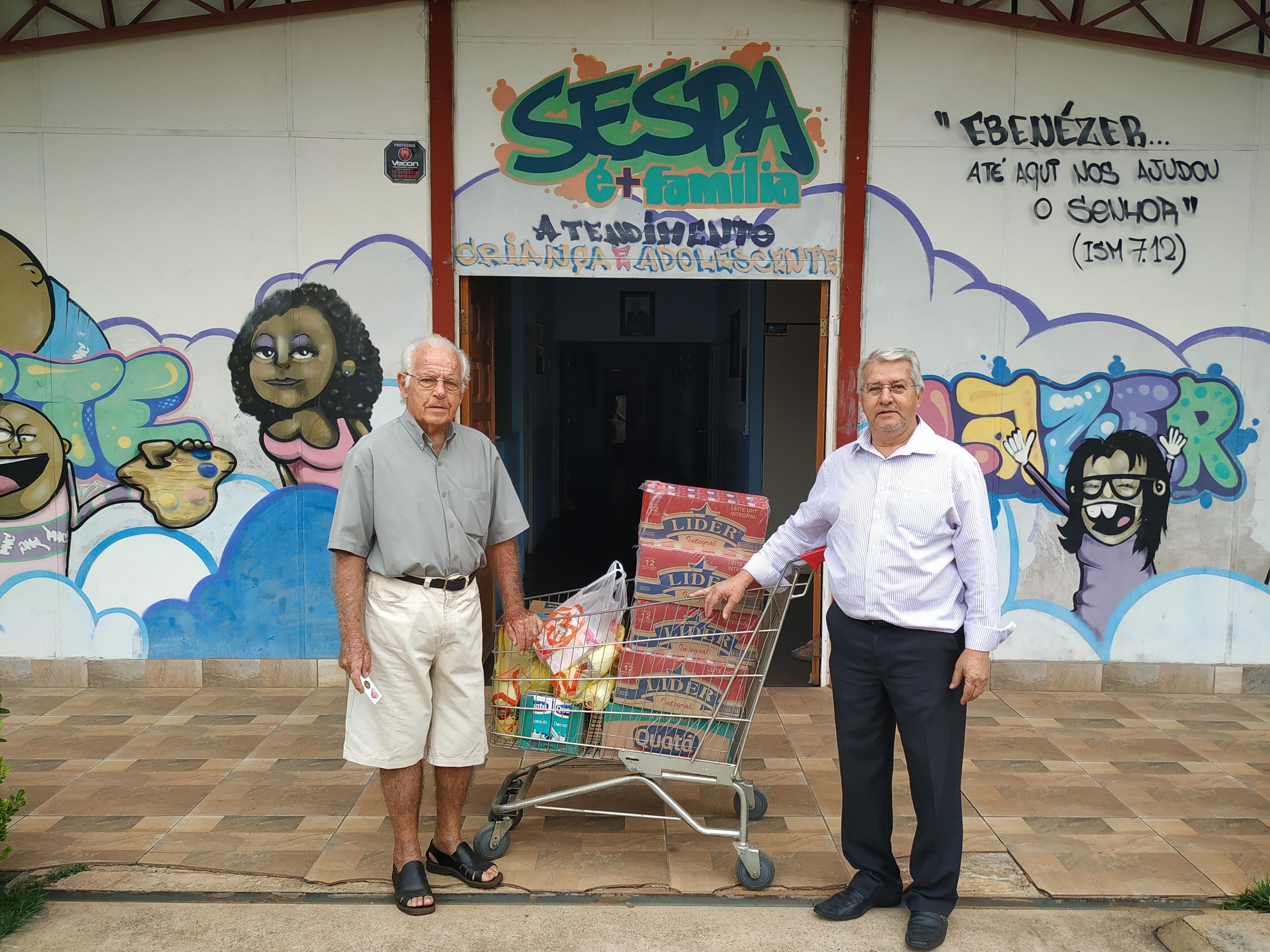 A AESCON-Americana realizou a entrega de 280 litros de leite para entidades